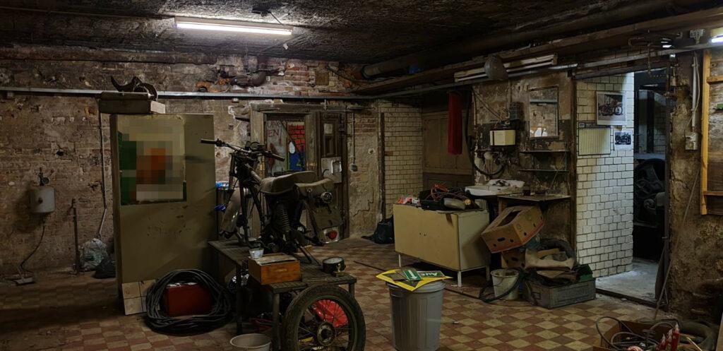 Ein Eindruck von der ersten Werkstatt im Keller der KuFa